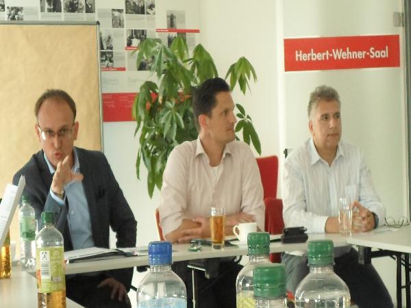 v.l. Jörg Vieweg, Florian Schaefer, Rajesh Jagota