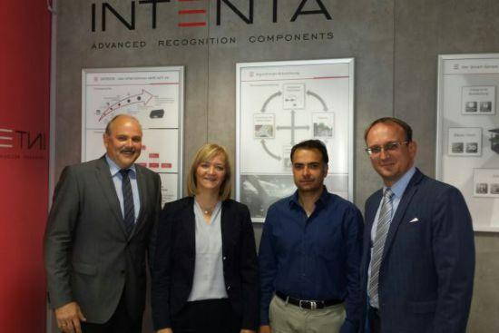 mit v.l.: Dr. Jenz Otto (TCC), Dr. Simone Raatz (MdB), Dr. Basel Fardi (INTENTA)